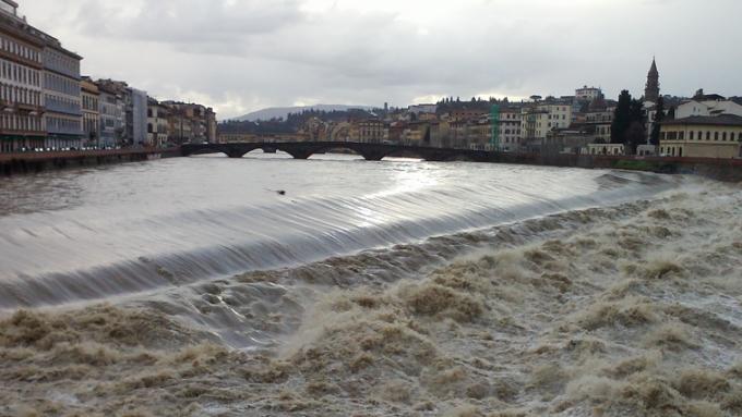 Maltempo Toscana, fiume Arno a Firenze sopra secondo livello di guardia – YouReporter NEWS